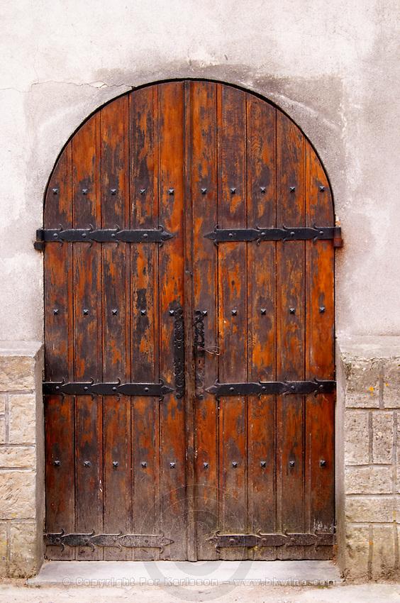 Chateau de Nouvelles. Fitou. Languedoc. A door. France. Europe.