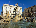 Italy, Sicily, Siracusa: Piazza Archimede with Fontana di Diana