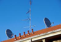 - parabolic antennas for the reception of the satellite televisions on the roofs of Milan....- antenne paraboliche per la ricezione delle televisioni via satellite sui tetti di Milano