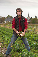 Europe/France/Centre/41/Loir-et-Cher/Sologne/Chitenay:  Stéphane Neau, agriculteur biologique - Ferme de la Touche  Auto N°: 2012-4107  // Europe/France/Centre/41/Loir-et-Cher/Sologne/Chitenay:  Stéphane Neau,  organic farmer- Ferme de la Touche