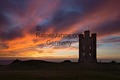United Kingdom, England, Worcestershire, Broadway: Broadway Tower at sunset   Grossbritannien, England, Worcestershire, Broadway: Broadway Tower, bei Sonnenuntergang