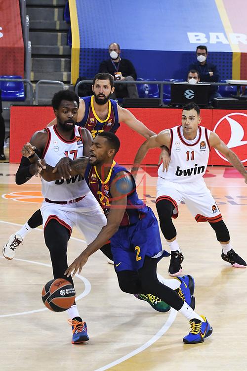 Turkish Airlines Euroleague 2020/2021. <br /> Regular Season-Round 9.<br /> FC Barcelona vs Olympiacos Piraeus: 88-96.<br /> Livio Jean-Charles vs Cory Higgins.