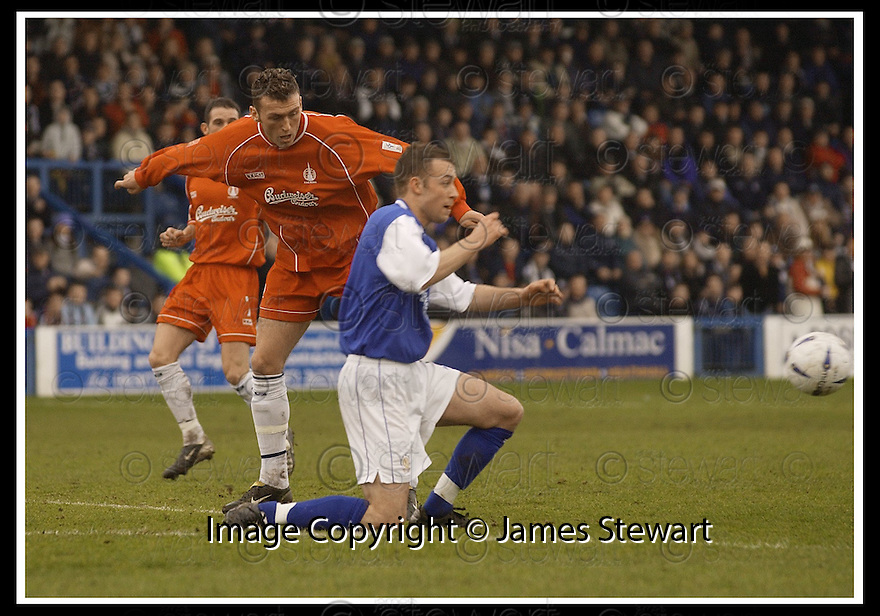 01/03/2003                   Copyright Pic : James Stewart.File Name : stewart-qots v falkirk 01.DEREK ALLAN CLEARS FROM LEE MILLER.....James Stewart Photo Agency, 19 Carronlea Drive, Falkirk. FK2 8DN      Vat Reg No. 607 6932 25.Office     : +44 (0)1324 570906     .Mobile  : +44 (0)7721 416997.Fax         :  +44 (0)1324 570906.E-mail  :  jim@jspa.co.uk.If you require further information then contact Jim Stewart on any of the numbers above.........