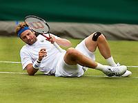 25-06-11, Tennis, England, Wimbledon, Marty Fish valt in zijn partij tegen Robin Haase