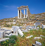 Greece, Cyclades, Island Delos: important mythological, historical and archaeological site, birthplace of Apollo and Artemis - Sanctuary of the Egyptian Gods, the island is UNESCO World Cultural Heritage | Griechenland, Kykladen, Insel Delos: antike, heilige Staette, beruehmt durch das Apollonheiligtum - hier das Heiligtum der aegyptischen Gottheiten, die Insel ist UNESCO Weltkulturerbe