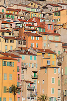 Europe/France/Provence-Alpes-Côte d'Azur/Alpes-Maritimes/Menton: Toitures des maisons de la vieille ville  //    Europe, France, Provence-Alpes-Côte d'Azur, Alpes-Maritimes,Menton: Roofs of houses in the old town