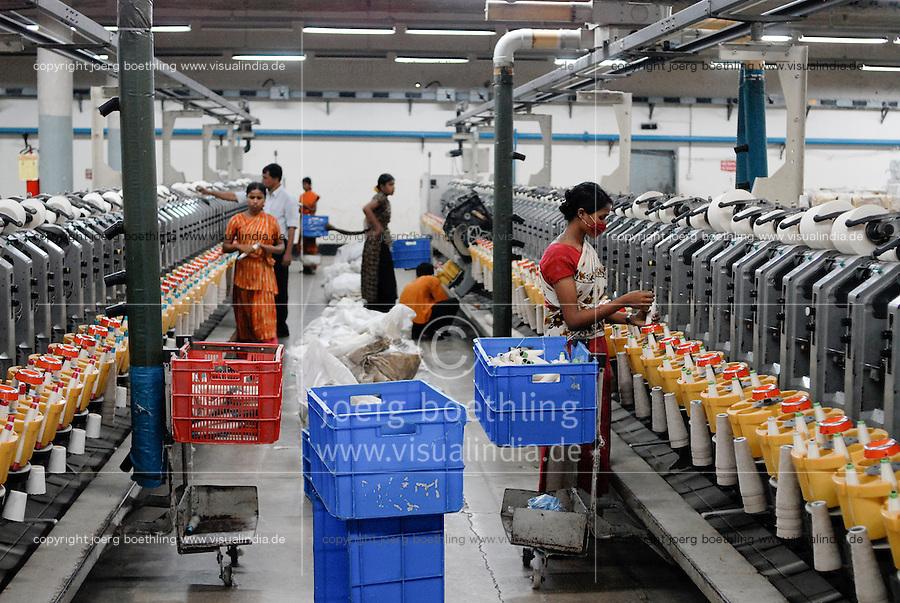 BANGLADESH , textile industry in Dhaka , company Beximco produce textiles for export for western discounter, making yarn from cotton in spinning unit / BANGLADESCH, Textilbetrieb Beximco Ltd. in Dhaka produziert Textilien nach Sozialstandards der ILO fuer den Export fuer westliche Textildiscounter , verspinnen der Baumwolle zu Garn in der eigenen Spinnerei