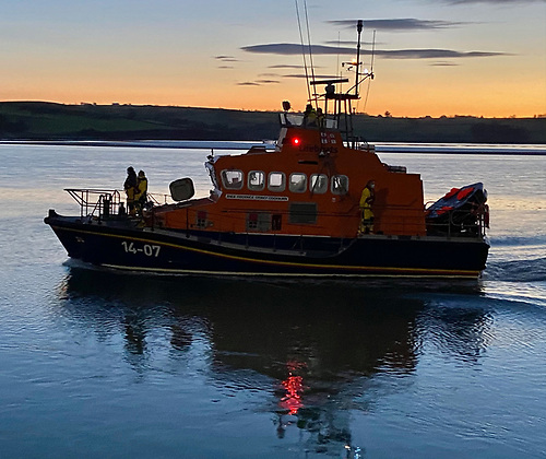 The RNLI lifeboat arriving back to Courtmacsherry at dawn this morning with the four rescued on board
