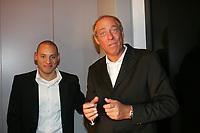 Eintracht Pr‰sident Peter Fischer mit Spieler Jermaine Jones