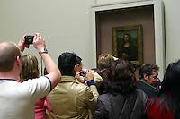 Francia - Parigi - museo del  Louvre - calca di fronte alla Gioconda