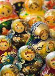 HUN, Ungarn, Budapest, ungarische Matroschka-Puppen, bunt bemalte, aus Lindenholz geschnitzte, ineinander schachtelbare, eifoermige russische Puppen mit Talisman-Charakter, die sich als Spielzeug sowie als Souvenir grosser Beliebtheit erfreuen | HUN, Hungary, Budapest, Hungarian Matryoshka dolls, puppets, popular as talisman, souvenirs and toys