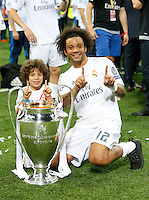 Calcio, finale di Champions League: Real Madrid vs Atletico Madrid. Stadio San Siro, Milano, 28 maggio 2016.<br /> Real Madrid's Marcelo and his child pose with the Champions League trophy at the end of the final match against Atletico Madrid, at Milan's San Siro stadium, 28 May 2016. Real Madrid won 5-4 on penalties after the game ended 1-1.<br /> UPDATE IMAGES PRESS/Isabella Bonotto