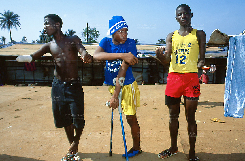 Sierra Leone. Freetown. Amputees camp. Young men had their limbs cut off by the RUF (Revolutionary United Front) rebels during the war.© 2002 Didier Ruef