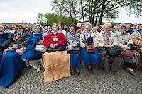 Feielichkeit zum 69. Jahrestag der Befreiung des Frauenkonzentrationslager Ravensbrueck.<br />Am Sonntag den 4. Mai 2014 fand die im ehemaligen Frauenkonzentrationslager Ravensbrueck die Feierlichkeiten zum 69. Jahrestag der Befreiung statt.<br />In Ravensbrueck war von 1938 bis 1945 ein Konzentrationlager fuer Frauen in der brandenburgischen Kleinstadt Fuerstenberg. Im Mai 1945 wurde es von russischen Soldaten befreit.<br />Zu den Feierlichkeiten kamen ueberlebende Frauen aus ganz Europa, die meissten von ihnen aus Polen.<br />Im Bild: Ueberlebende Frauen aus Polen.<br />4.5.2014, Ravensbrueck/Fuerstenberg<br />Copyright: Christian-Ditsch.de<br />[Inhaltsveraendernde Manipulation des Fotos nur nach ausdruecklicher Genehmigung des Fotografen. Vereinbarungen ueber Abtretung von Persoenlichkeitsrechten/Model Release der abgebildeten Person/Personen liegen nicht vor. NO MODEL RELEASE! Don't publish without copyright Christian-Ditsch.de, Veroeffentlichung nur mit Fotografennennung, sowie gegen Honorar, MwSt. und Beleg. Konto: I N G - D i B a, IBAN DE58500105175400192269, BIC INGDDEFFXXX, Kontakt: post@christian-ditsch.de]