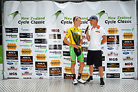 Mc Del Woodward talks to tour leader Nick Reddish (left). Stage one of the 2018 NZ Cycle Classic UCI Oceania Tour (Masterton-Alfredton-Masterton) in Wairarapa, New Zealand on Wednesday, 17 January 2018. Photo: Dave Lintott / lintottphoto.co.nz