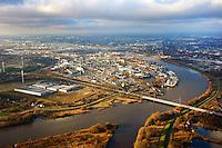 Peute: EUROPA, DEUTSCHLAND, HAMBURG, (EUROPE, GERMANY), 12.01.2013: Die Peute ist ein zum Stadtteil Veddel gehoerendes Industriegebiet in Hamburg. Die Binneninsel Peute liegt zwischen den Elbbruecken, gegenueber von Rothenburgsort und direkt an der Norderelbe. 40 Prozent des Gelaendes ist Werksgelaende der Aurubis AG (frueher Norddeutsche Affinerie AG), eines der groessten Arbeitgeber Hamburgs. Verwaltet wird die Peute von der Hamburg Port Authority (HPA), da sie zum Hafengebiet gezaehlt wird.