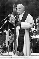 1984 FILE PHOTO - ARCHIVES -<br /> <br /> Quebec Pope<br /> <br /> 1984<br /> <br /> PHOTO : Boris Spremo - Toronto Star Archives - AQP