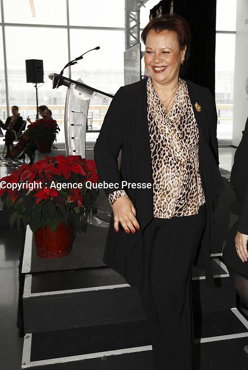 Mme Sylvie Vachon, PDG de l'Administration portuaire de Montreal (APM) remet au capitaine gagnant la Canne a pommeau d'or lors d'une ceremonie officielle au nouveau Terminal de croisieres de l'Administration portuaire de Montreal, le 3 janvier 2018.<br /> <br /> En Photo : Alexandra Mendes, deputee federale Brossard - Saint-Lambert (PLC)<br /> <br /> PHOTO : <br /> Agence Quebec Presse