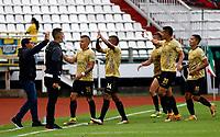 MANIZALES - COLOMBIA, 11-09-2021:Jhon Miranda de Águilas Doradas celebra después de anotar el  gol de su equipo durante partido por la fecha 9 entre Once Caldas y Águilas Doradas como parte de la Liga BetPlay DIMAYOR II 2021 jugado en el estadio Palogrande de la ciudad de Manizales. /Jhon Miranda of Aguilas Doradas celebrates after scoring the goal of his team during Match for the date 9 between Once Caldas and Aguilas Doradas as part of the BetPlay DIMAYOR League II 2021 played at stadium in Palogrande in Manizales city. Photo: VizzorImage / John Jairo Bonilla / Contribuidor