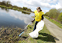 20/04/2010   Copyright  Pic : James Stewart.16_helix_litter  .::  HELIX PROJECT ::  KIDS FROM BRAES HIGH SCHOOL TAKE PART IN THE LITTER PICK AT THE FORTH & CLYDE CANAL BETWEEN LOCK 2 AND THE BLUE BRIDGE ::.
