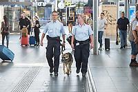 """Eroeffnung der S-Bahnwache auf dem Berliner S- und Fernbahnhof Ostkreuz am Mittwoch den 15. August 2018.<br /> Die Sicherheitskraefte sind rund um die Uhr mit Schutzhunden im Einsatz.<br /> Im Bild: Hundefuehrer Sven Montwill mit seinem Schutzhund """"Teufel"""" und seine Kollegin Nancy Karras, Mitarbeiter der DB-Sicherheit.<br /> 15.8.2018, Berlin<br /> Copyright: Christian-Ditsch.de<br /> [Inhaltsveraendernde Manipulation des Fotos nur nach ausdruecklicher Genehmigung des Fotografen. Vereinbarungen ueber Abtretung von Persoenlichkeitsrechten/Model Release der abgebildeten Person/Personen liegen nicht vor. NO MODEL RELEASE! Nur fuer Redaktionelle Zwecke. Don't publish without copyright Christian-Ditsch.de, Veroeffentlichung nur mit Fotografennennung, sowie gegen Honorar, MwSt. und Beleg. Konto: I N G - D i B a, IBAN DE58500105175400192269, BIC INGDDEFFXXX, Kontakt: post@christian-ditsch.de<br /> Bei der Bearbeitung der Dateiinformationen darf die Urheberkennzeichnung in den EXIF- und  IPTC-Daten nicht entfernt werden, diese sind in digitalen Medien nach §95c UrhG rechtlich geschuetzt. Der Urhebervermerk wird gemaess §13 UrhG verlangt.]"""