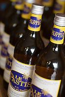 Europe/France/Provence-Alpes-Côte d'Azur/13/Bouches-du-Rhône/Marseille: La Maison du Pastis 108 quai du port- détail bouteilles de pastis