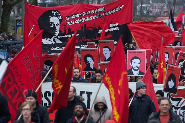 Luxemburg-Liebknecht-Demonstration 2011<br /> Am Sonntag den 9. Januar versammelten sich mehrere 10.000 Menschen zu einer Gedenkdemonstration um der ermordeten Kommunistenfuehrer Rosa Luxemburg und Karl Liebknecht zu gedenken. Die Demonstration fuehrte zu dem Friedhof Friedrichsfelde in Berlin-Lichtenberg zur Gedenkstaette der Sozialisten.<br /> 9.1.2011, Berlin<br /> Copyright: Christian-Ditsch.de<br /> [Inhaltsveraendernde Manipulation des Fotos nur nach ausdruecklicher Genehmigung des Fotografen. Vereinbarungen ueber Abtretung von Persoenlichkeitsrechten/Model Release der abgebildeten Person/Personen liegen nicht vor. NO MODEL RELEASE! Nur fuer Redaktionelle Zwecke. Don't publish without copyright Christian-Ditsch.de, Veroeffentlichung nur mit Fotografennennung, sowie gegen Honorar, MwSt. und Beleg. Konto: I N G - D i B a, IBAN DE58500105175400192269, BIC INGDDEFFXXX, Kontakt: post@christian-ditsch.de<br /> Bei der Bearbeitung der Dateiinformationen darf die Urheberkennzeichnung in den EXIF- und  IPTC-Daten nicht entfernt werden, diese sind in digitalen Medien nach §95c UrhG rechtlich geschuetzt. Der Urhebervermerk wird gemaess §13 UrhG verlangt.]
