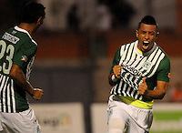 MEDELLIN -COLOMBIA, 05-12-2013. Fernando Uribe de  Atlético Nacional celebra un gol durante partido con Itaguí por la fecha 5 de los cuadrangulares finales de la Liga Postobón II 2013 jugado en el estadio Metroplitano Ciudad de Itagüí./ Fernando Uribe of Atletico Nacional celebrates a goal during match against Itagui for the fifth date of final quadrangulars of the Postobon League II 2013 played at Metropolitano Ciudad de Itagüi. Photo: VizzorImage/Luis Rios/STR