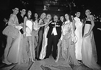 sfilate moda Milano anni '90. Lo stilista Gianfranco Ferrè con le più famose modelle Naomi Campbell, Eva Erzigova, Linda Evangelisti, Carla Bruni