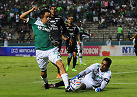 PALMASECA-COLOMBIA, 19-07-2017.  Fabián Sambueza (Izq.) jugador del Deportivo Cali disputa un balón con José Fernando Cuadrado  (Der.) guardameta del Once Caldas  durante encuentro  por la fecha 3 de la Liga Aguila II 2017 disputado en el estadio del Deportivo Cali en Palmaseca./ Fabian Sambueza (L)  player of Deportivo Cali  fights the ball agiainst Jose Fernando Cuadrado goalkeeper of Once Caldas  during match for the date 3 of the Aguila League II 2017 played at Deportivo Cali  stadium in Palmaseca. Photo:VizzorImage / Nelson Rios  / Cont