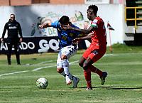 TUNJA - COLOMBIA, 30-01-2021: Yonatan Murillo de Patriotas Boyaca F. C., y Frank Lozano de Boyaca Chico F. C., disputan el balon, durante partido de la fecha 3 entre Patriotas Boyaca F. C., y Boyaca Chico F. C., por la Liga BetPlay DIMAYOR I 2021, jugado en el estadio La Independencia de la ciudad de Tunja. / Yonatan Murillo of Patriotas Boyaca F. C., and Frank Lozano of Boyaca Chico F. C., fight for the ball, during a match of the 3rd date between Patriotas Boyaca F. C., and Boyaca Chico F. C., for the BetPlay DIMAYOR I 2021 League played at the La Independencia stadium in Tunja city. / Photo: VizzorImage / Macgiver Baron / Cont.
