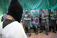 BOGOTA - COLOMBIA, 12-09-2020: Cientos de manifestantes frente al CAI de San Diego durante el cuarto día de protestas causadas por el asesinato del abogado Javier Ordoñez, abogado de 46 años, a manos de efectivos de la Policía de Bogotá el pasado miércoles 09 de septiembre de 2020 en el barrio Villa Luz al noroccidente de Bogotá (Colombia). En lo que va corrido del 2020 la alcaldía de Bogotá ha recibido 137 denuncias  de abuso policial de las cuales la Policía acusa recibido de 38.  / Hundred of people in front of San Diego CAI during the fourth day of protests caused by the murder of lawyer Javier Ordoñez, a 46-year-old lawyer, at the hands of members of the Bogotá Police on Wednesday, September 9, 2020 in Villa Luz neighborhood in the northwest of Bogotá (Colombia). So far in 2020 the Bogotá mayor's office has received 137 complaints of police abuse of which the Police accuse they have received 38. Photo: VizzorImage / Johan Rugeles / Cont