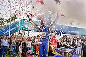 Alexander Rossi, Andretti Autosport Honda celebrates the win in victory lane
