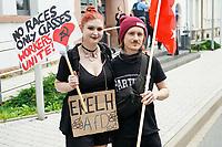Fiona und Tim Beyermann beim Protest - Gross-Gerau 10.07.2021: Protest gegen AfD Veranstaltung
