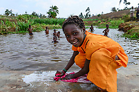 Malawi, Thyolo, village  Samuti, girl washing clothes at pond / Maedchen waescht Kleidung