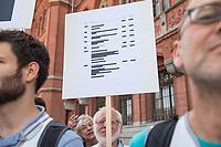 """Am Freiutag den 2. August versammelten sich verschiedene NGO, und Initiativen zum Start eines Volksbegehrens zur Einfuehrung eines Berliner Transparenzgesetzes vor dem Roten Rathaus.<br /> Die Initiative wird gestuetzt u.a. von vom BUND, Wikimedia, der Volkssolidaritaet, Reporter ohne Grenzen, Foodwatch, Changing Cities.<br /> Das Buendnis """"Volksentscheid Transparenz"""" will nach dem Vorbild Hamburgs in Berlin ein Transparenzgesetz per Volksbegehren auf den Weg bringen welches Politik, Verwaltung und landeseigene Unternehmen verpflichtet, wichtige Informationen fruehzeitig zu veroeffentlichen.<br /> Im Bild: Ein Kundgebungsteilnehmer haelt eine anonymisierte """"Preisliste"""", auf der fuer Anfragen Preise aufgefuehrt werden, die von den Behoerden verlangt werden.<br /> 2.8.2019, Berlin<br /> Copyright: Christian-Ditsch.de<br /> [Inhaltsveraendernde Manipulation des Fotos nur nach ausdruecklicher Genehmigung des Fotografen. Vereinbarungen ueber Abtretung von Persoenlichkeitsrechten/Model Release der abgebildeten Person/Personen liegen nicht vor. NO MODEL RELEASE! Nur fuer Redaktionelle Zwecke. Don't publish without copyright Christian-Ditsch.de, Veroeffentlichung nur mit Fotografennennung, sowie gegen Honorar, MwSt. und Beleg. Konto: I N G - D i B a, IBAN DE58500105175400192269, BIC INGDDEFFXXX, Kontakt: post@christian-ditsch.de<br /> Bei der Bearbeitung der Dateiinformationen darf die Urheberkennzeichnung in den EXIF- und  IPTC-Daten nicht entfernt werden, diese sind in digitalen Medien nach §95c UrhG rechtlich geschuetzt. Der Urhebervermerk wird gemaess §13 UrhG verlangt.]"""