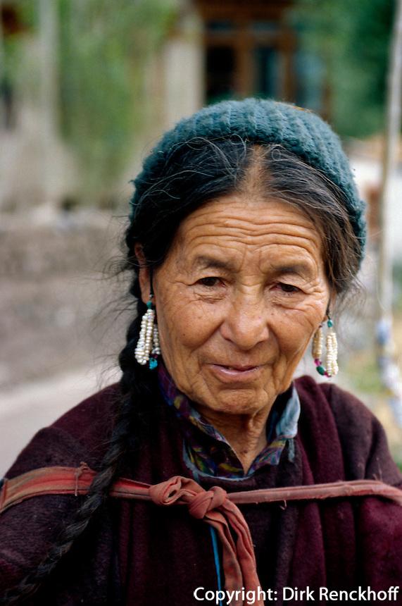 Frau  in AlchiIndien, Ladakh (Jammu+Kashmir), Indien
