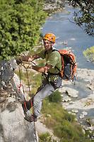 Europe/France/Languedoc-Roussillon/30/Gard / Collias: Varappe dans les  falaises   qui dominent Vallée du Gardon avec le Bureau des Moniteurs du Gard
