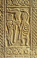 Relief am Westeingang, San Miguel de Lillo bei Oviedo, Asturien, Spanien, Unesco-Weltkulturerbe