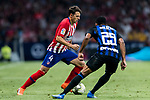 Santiago Arias (L) of Atletico de Madrid is tackled by Dalbert Henrique of FC Internazionale during their International Champions Cup Europe 2018 match between Atletico de Madrid and FC Internazionale at Wanda Metropolitano on 11 August 2018, in Madrid, Spain. Photo by Diego Souto / Power Sport Images