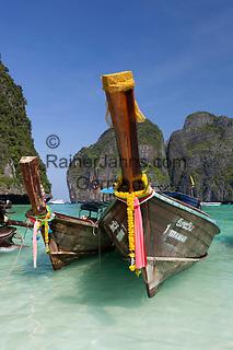 Thailand, Krabi Province, Andaman Coast, Ko Phi Phi Island, Phi Phi Lee Island: Maya Bay with long-tail boats | Thailand, Provinz Krabi, Andamanen Kueste, Ko Phi Phi Insel, Phi Phi Leh Island: Longtail Boote in der Maya Bay