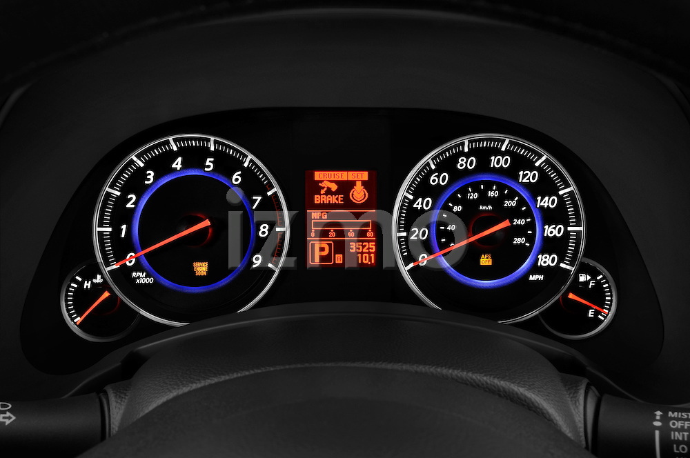 Instrument panel close up detail view of a 2009 Infiniti FX50