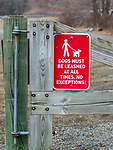 WOODBURY, CT-011521JS06- A sign posted on the gate at Three Rivers Park in Woodbury reminds visitors that dogs mush be leashed at all times. Town leaders have concerns over growing number of dogs off leash at town parks. <br /> Jim Shannon Republican-American