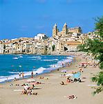 Italy, Sicily, Cefalu: Beach | Italien, Sizilien, Cefalu: Strand