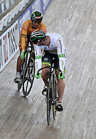 CALI – COLOMBIA – 01-03-2014: Azizulhasni Awang (Izq.) de Malasia y Shane Perkins (Der.) de Australia en la prueba Embalaje Hombres 1/16 en el Velodromo Alcides Nieto Patiño, sede del Campeonato Mundial UCI de Ciclismo Pista 2014. / Azizulhasni Awang (L) of Malasia and Shane Perkins (R) Australia during the test of Men´s Sprint 1/16 in Alcides Nieto Patiño Velodrome, home of the 2014 UCI Track Cycling World Championships. Photos: VizzorImage / Luis Ramirez / Staff.