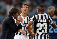Calcio, Supercoppa di Lega: Juventus vs Lazio. Roma, stadio Olimpico, 18 agosto 2013.<br /> Juventus coach Antonio Conte, left, talks to defender Stephan Lichsteiner, of Switzerland, center, and midfielder Arturo Vidal, of Chile, during the Italian League Supercup football final match between Juventus and Lazio, at Rome's Olympic stadium,  18 August 2013.<br /> UPDATE IMAGES PRESS/Isabella Bonotto