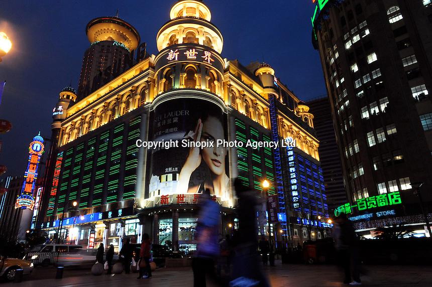 Catherine Zeta Jones advertising for Estee Lauder on the New World Emporium, Shanghai, China..