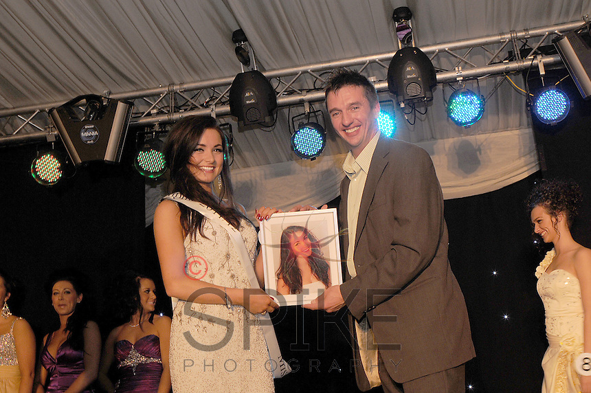 Miss Mansfield and Sherwood Forest 2011 is presented with her prize of 'Miss Photogenic' by award winning Nottingham photographer Spike Reddington
