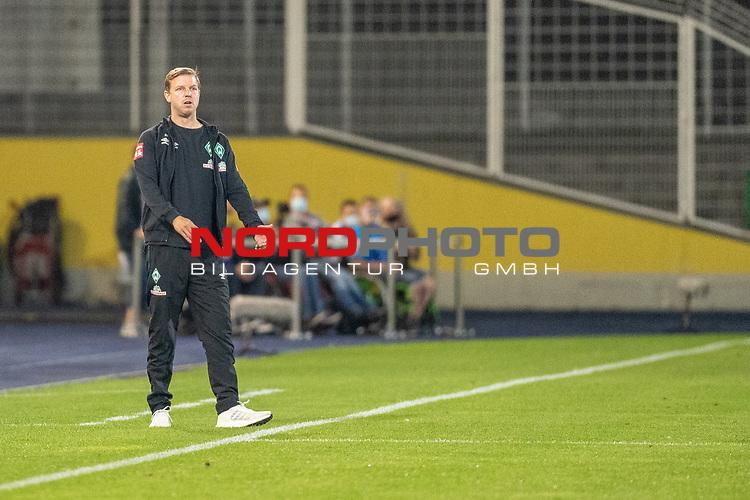 12.09.2020, Ernst-Abbe-Sportfeld, Jena, GER, DFB-Pokal, 1. Runde, FC Carl Zeiss Jena vs SV Werder Bremen<br /> <br /> Florian Kohfeldt (Trainer SV Werder Bremen)<br /> Einzelaktion, Ganzkörper / Ganzkoerper <br /> Querformat<br /> <br /> <br /> <br /> <br /> Foto © nordphoto / Kokenge