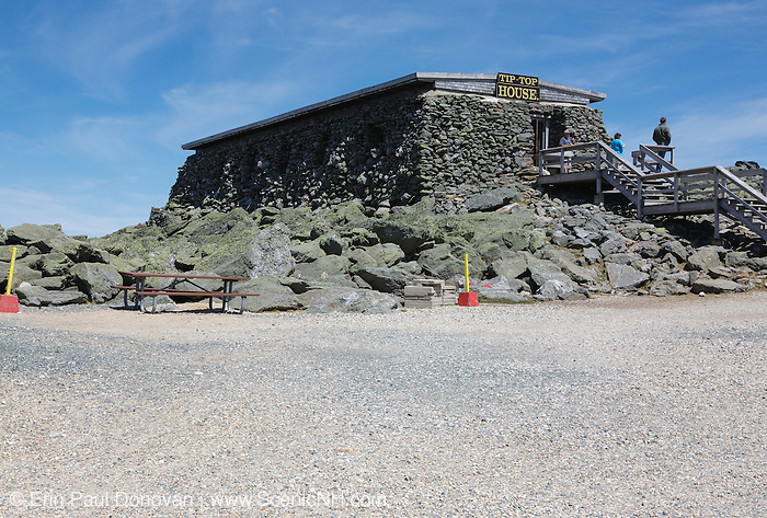 The Tip Top House (originally built as a hotel in 1853) on the summit of Mount Washington in the White Mountains, New Hampshire USA. Mount Washington, at 6,288 feet, is the tallest mountain in the northeastern United States.